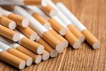 Žena si šla pro cigarety. Byla však covid pozitivní.