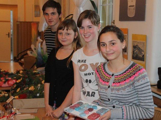 Vánoční dílničky. Tak zní název akce, která se konala vprostorách Základní školy T. G. Masaryka vRiegrově ulici vOpavě.