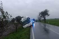 V úterý 13. října před polednem sjel do příkopu příměstský opavský autobus. Řidič jel ve směru jízdy od městské části Zlatníky k části Jaktař.
