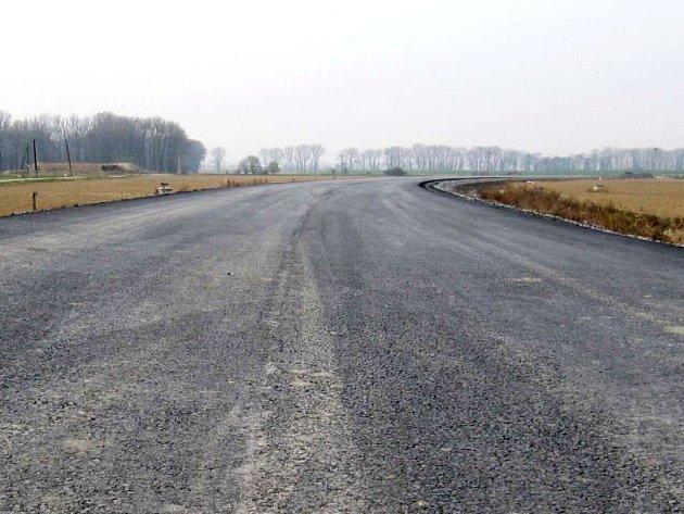Jedním z míst na Opavsku, kde by vůbec neuškodilo více zeleně, jsou kupříkladu některé cesty vedoucí z Kylešovic.