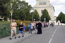Dvanáctikilometrovou trať zvládli poutníci ujít za tři hodiny.