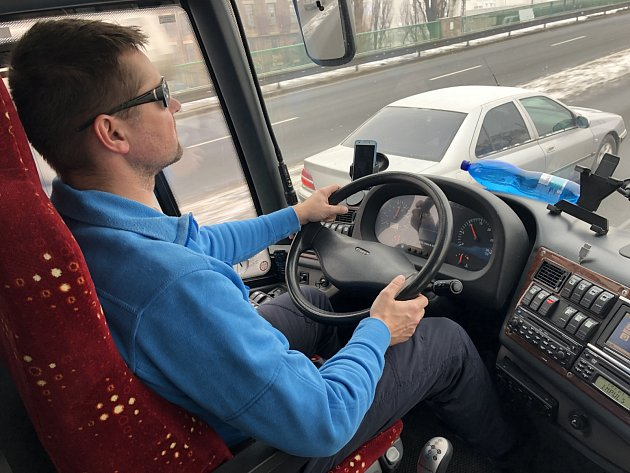 Knejvytěžovanějším řidičům ostravská dopravní společnost JC trans, který sportovce vozí, se řadí Jiří Tamme.