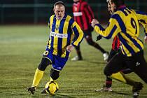 Vánoční exhibice Slezského FC se letos uskutečnila již před Štědrým dnem. Na umělce v Opavě-Kylešovicích předvedli své umění osobnosti nejen ze slavné éry opavského Kaučuku. V utkání nakonec rozdílem dvou branek zvítězil tým žluto-modrých.
