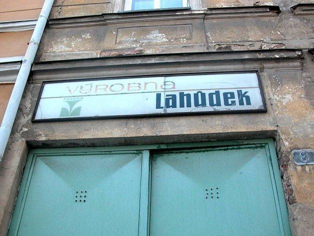 Staré nápisy na budovách vadí řadě Opavanů.