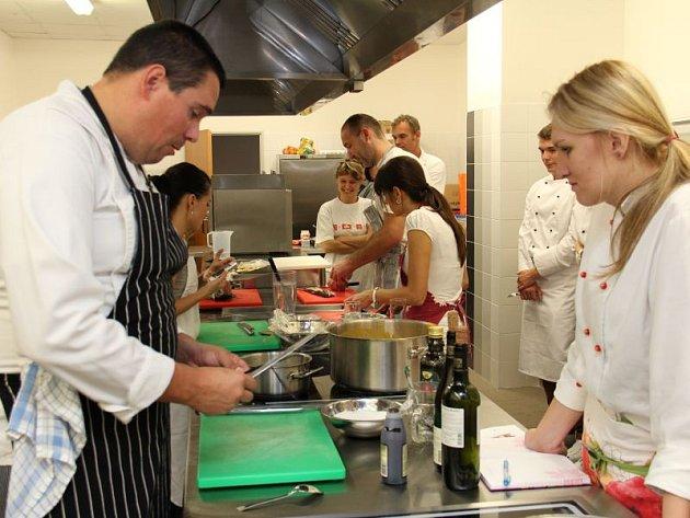 Gastronomické centrum v Opavě nabízí zájemcům různé druhy kurzů a zážitkových večerů.
