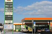 Benzinka u hypermarketu Globus.