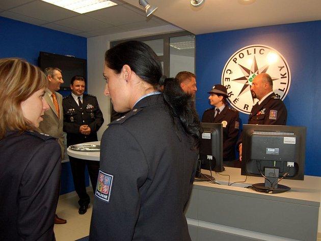 V rámci projektu policejního prezidia P 1000 otevřeli ve středu opavští policisté v budově Obvodního oddělení PČR na Vaškově náměstí novou recepci.