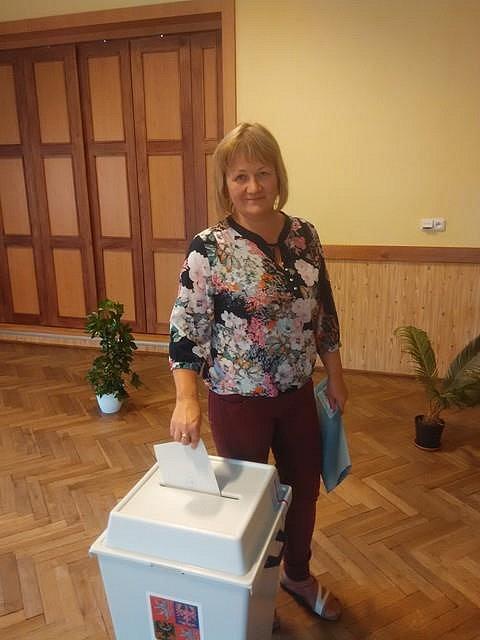 Krajské volby 2016 na Hlučínsku. Na snímku Růžena Pískalová z Vřesiny u Hlučína.
