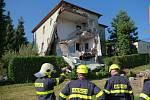 Odstraňování následků exploze v domě ve Strahovicích.