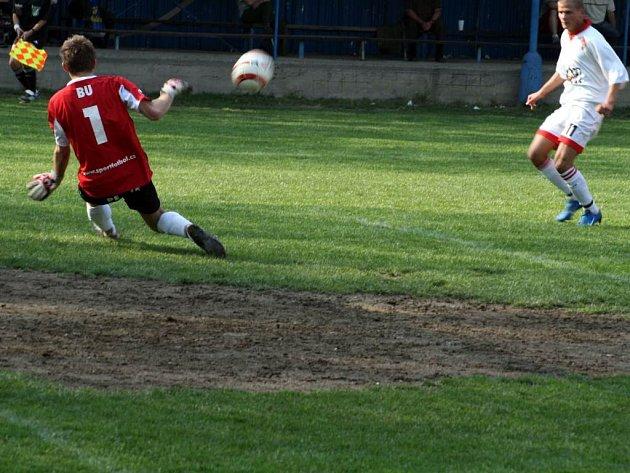 Fotbalisté Žimrovic se s první B třídou rozloučili vítězstvím nad Komárovem.