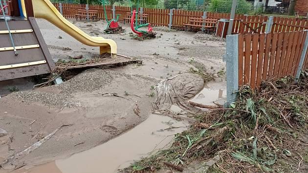 Následky bleskových povodní v Třebomi, 25. června 2021.