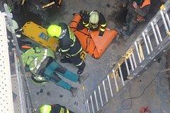 Hlavně lezecká skupina profesionálních hasičů z Opavy měla práci u případu, který se stal v úterý dopoledne v Háji ve Slezsku.
