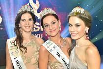 O víkendu proběhlo vyhlášení soutěže Miss Hasička ČeskoSlovensko 2015. Své želízko v ohni mělo také Opavsko. A to díky půvabné Lence Kotulové z Bělé (vpravo), která si nakonec došla pro titul II. vicemiss.
