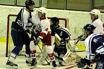 Opavští hokejisté se sice radovali z postupu, avšak nakonec byl jejich duel kontumován ve prospěch Západočechů.