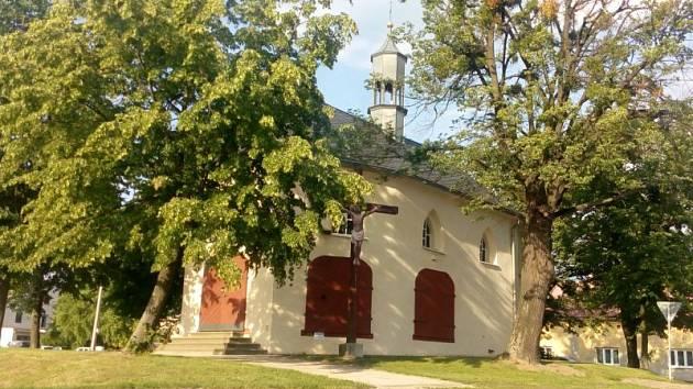 Kaple svaté Máří Magdalény, ve které bude při návštěvě Štítiny biskup sloužit bohoslužbu za zdejšího rodáka Heliodora Píku.