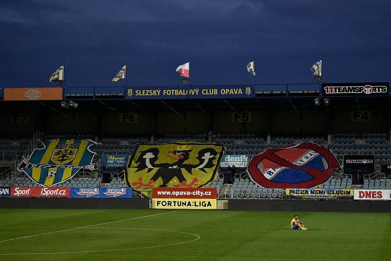 Utkání 10. kola první fotbalové ligy: SFC Opava - FC Baník Ostrava, 5. prosince 2020 v Opavě. Jan Žídek z Opavy sedí po zápase jako poslední hráč na trávníku.