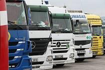 Autodopravci z Opavska mají problém. Uspokojit požadavky českých řidičů není jednoduché, proto čím dál častěji sahají po těch zahraničních, především pak ukrajinských.