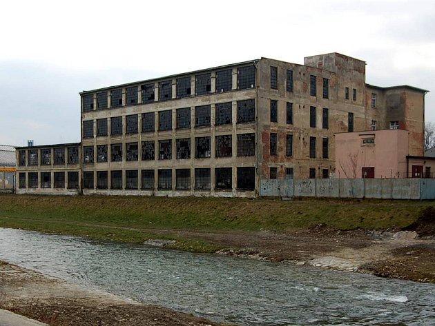 Budova bývalé Karnoly poblíž středu města.