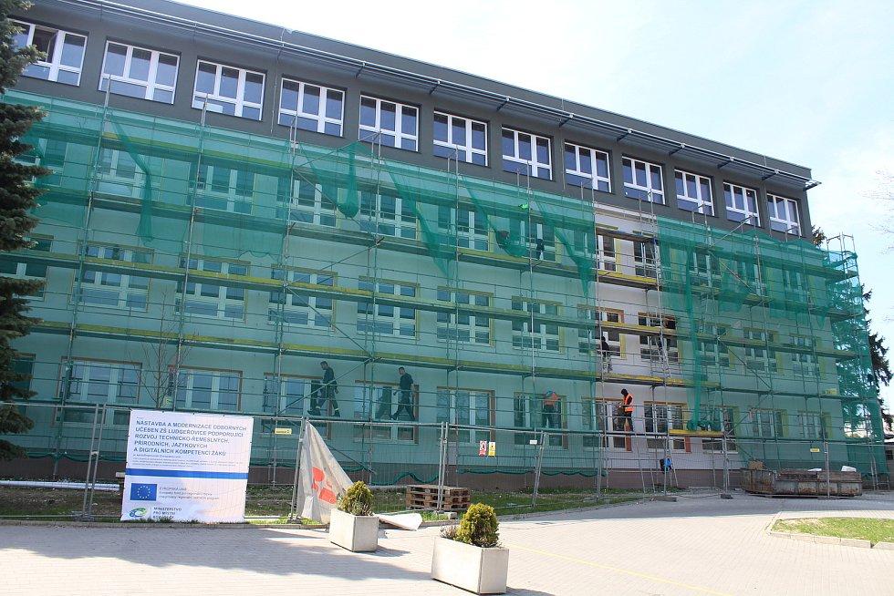 Rekonstrukce základní školy, duben 2021.