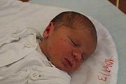 Ludvík Citron se narodil 19. prosince 2017, vážil 3,31 kilogramu a měřil 49 centimetrů. Rodiče Ludmila a Martin z Loděnice mu přejí zdraví a ať mu v životě vše vyjde. Na brášku už doma čekají sestřičky Miruška a Kateřina. Snímky: Deník/Veronika Bernardová