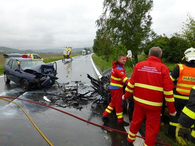 Těžká nehoda se odehrála vpátek dopoledne poblíž Rybníčků na silnici mezi Opavou a Hradcem nad Moravicí.