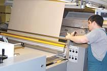 Moderní zvlňovací stroj představuje pro známou společnost Model špičkovou investici.