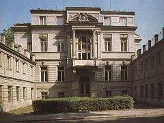 Podoba paláce Razumovských se lety příliš nezměnila.
