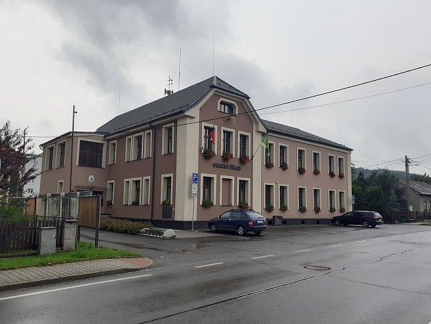 Obecní úřad vHáji ve Slezsku.