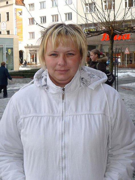 Lenka Nováková, 26 let, mateřská dovolená, Opava: Nic moc. Mohlo by se rychleji jednat o důležitých věcech.