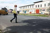 Neviditelný přechod pro chodce na Krnovské ulici je nebezpečný.
