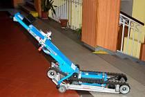 Schodolez pomáhá hendikepovaným zdolávat schody.