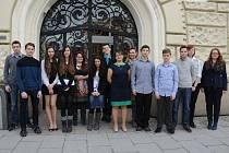Žákům předala ocenění náměstkyně primátora Simona Bierhausová.