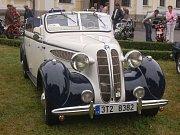 Na sobotním srazu v Bukové se sjela zhruba dvacítka vozů Praga V3S.
