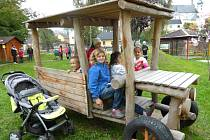 Nová zahrada mateřské školy udělala dětem radost.