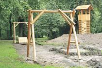 Není hotovo, ale práce stojí. Na dětských hřištích v Městských sadech se od začátku července nepracuje. Stavební firma je v insolvenci.