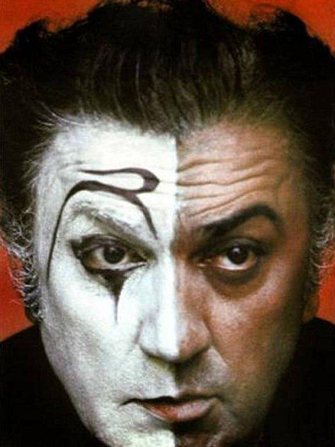 Fellini. Pro jeho dílo je typická inspirace cirkusem a commedií dell´arte.