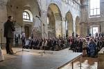 Lichtenštejnský kníže Hans Adam II. promluvil v kostele svatého Václava. Stal se také kmotrem knihy věnované osudům Lichtenštejnů na našem území.