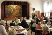 První adventní neděli si v sále kláštera Marianum užili senioři z domovů Bílá Opava, sv. Zdislavy v Opavě a také senioři z Háje ve Slezsku a z Budišova nad Budišovkou.