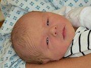 Sebastian Kubánek se narodil 8. července, vážil 3,52 kilogramů a měřil 52 centimetrů. Rodiče Martina a Zdeněk z Opavy mu do života přejí hlavně zdraví, štěstí a úsměv na tváři. Na Sebastiana už doma čeká čtyřletá sestřička Adélka.