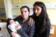 Amálie Kalová se narodila 18. října, vážila 3,19 kilogramů a měřila 49 centimetrů. Rodiče Marcela a Zdenek z Vítkova přejí své prvorozené dceři vše nejlepší. Z Amálky mají radost také její tety Denisa a Samanta (na snímku).