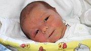 Dominik Strnadel se narodil 11. prosince, vážil 3,48 kilogramu a měřil 50 centimetrů. Rodiče Karmen a Tomáš z Raduně přejí hlavně zdravíčko a ať se mu na světě líbí. Doma už na miminko čeká šestiletá sestřička Nellinka.