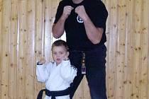Svého syna Daniel Glos také učí sebeobraně, protože chce, aby se jednou v Opavě cítil bezpečně.