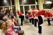 Už se stalo tradicí, že Základní škola ve Stěbořicích každoročně pořádá během adventu před Vánoci odpoledne plné tematiky nadcházejících svátků. Letošní Vánoční kouzlení připadlo na pátek a za hojné účasti návštěvníků obsadilo budovu tamější školy.
