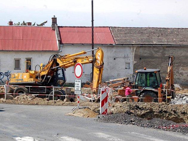 Bílovecká ulice během rekonstrukce.