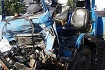 Nehoda dvou nákladních aut v Dolním Benešově.