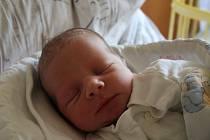 Dominik Půda se narodil 16. srpna 2017, vážil 3,41 kilogramů a měřil 52 centimetrů. Rodiče Hana a Dušan z Vávrovic mu synovi přejí hlavně štěstí, zdraví a lásku.
