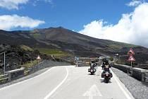 Bezstarostná jízda pod Etnou, nejvyšší činnou sopkou Evropy.
