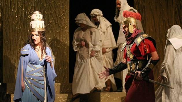 Na scéně se sešli manželé Ilona a Zdeněk Kaplovi (Fenena a Abdallo).