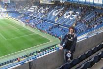 Tomáš Binar na stadionu londýnské Chelsea.
