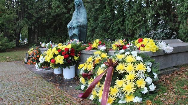 Městský hřbitov v Opavě bude přes svátky otevřen déle.